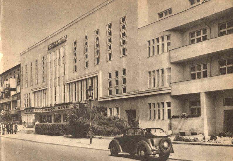 W budynku przy Hallera 15 przed wojną mieściło się kino Roxy Filmpalast, po wojnie zaś ''Przodownik'' i zamykane w ten czwartek kino ''Lwów''.