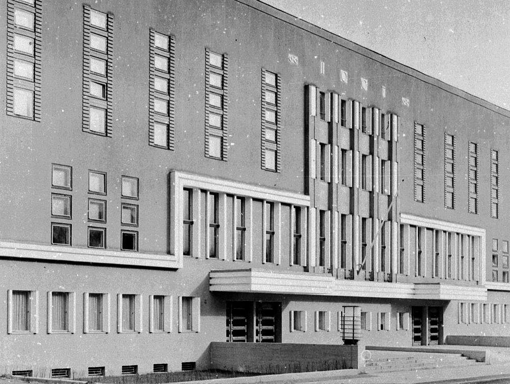 Przedwojenna fasada budynku