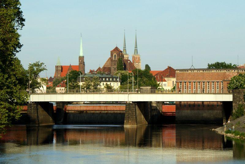 Elektrownie wodne przy mostach Pomorskich przechodzą aktualnie renowację