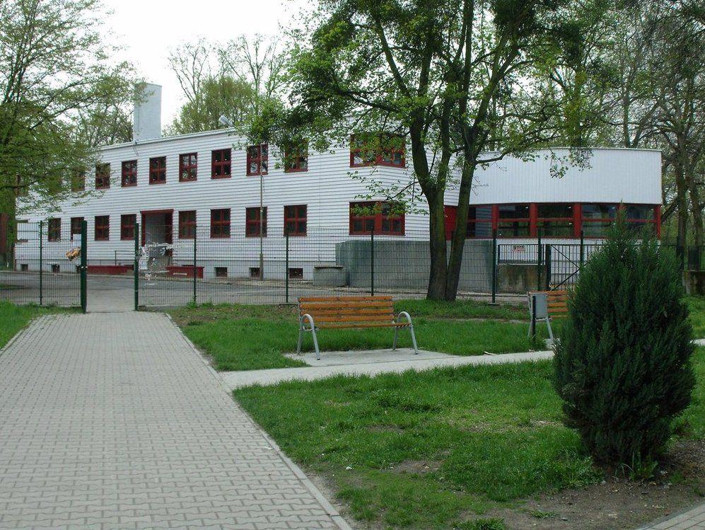 Pawilon widziany od strony ulicy