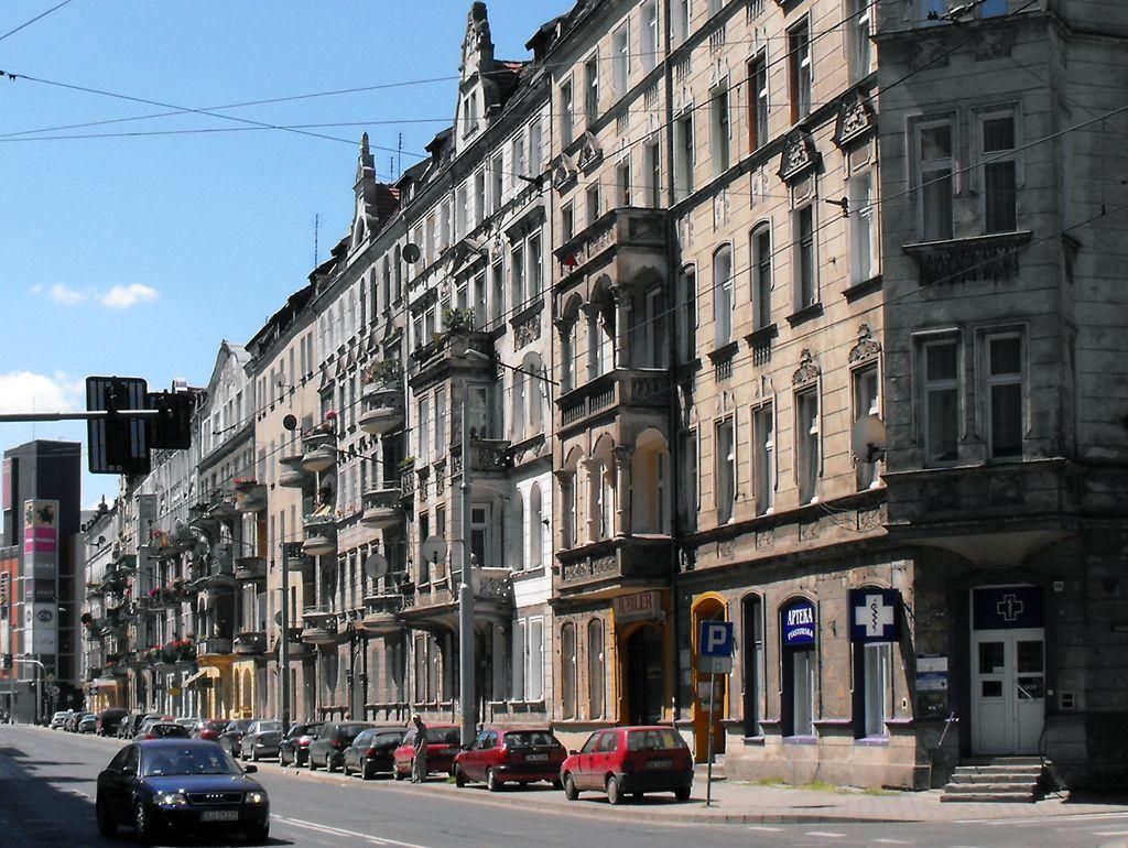 Zachodnia pierzeja Piastowskiej