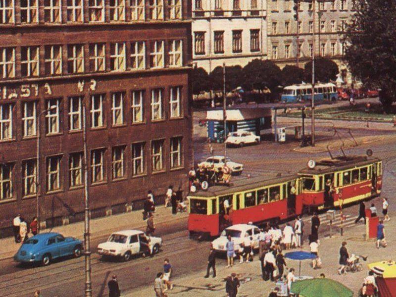 Stacja paliw widziana z placu Solnego