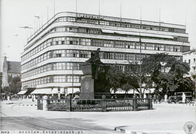 Dom towarowy firmy Wertheim.