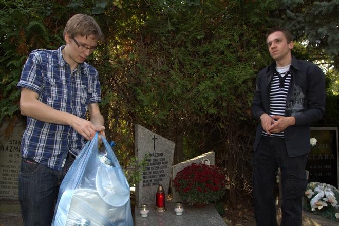 Kandydat na prezydenta Wrocławia Tomasz Owczarek odwiedził cmentarze w naszym mieście