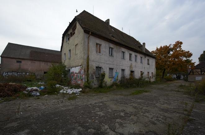 Stan zabytkowych budynków folwarcznych na wrocławskich Wojszycach pogarsza się