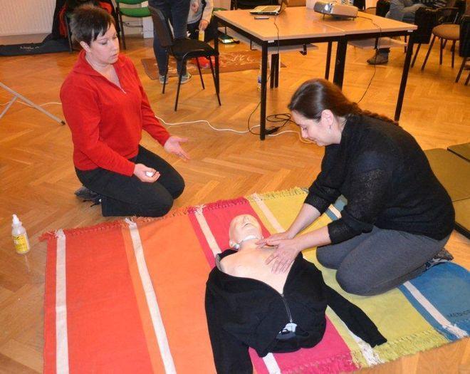 Za udział w bezpłatnych szkoleniach pierwszej pomocy czekają też nagrody