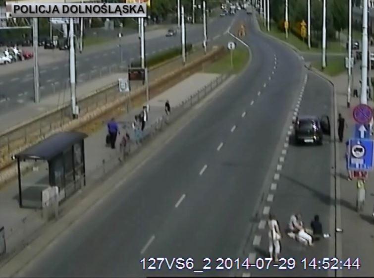 Pijany kierowca potrącił starszą kobietę i uciekł z miejsca zdarzenia
