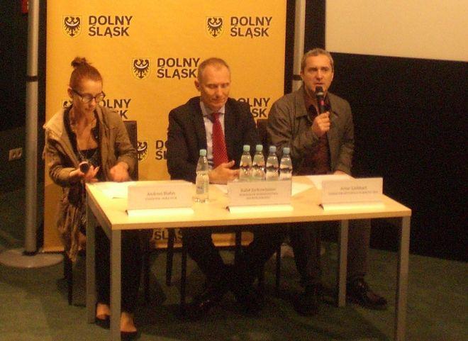 O festiwalu opowiadali m.in. Artur Liebhart, dyrektor festiwalu Planete+ Doc i marszałek Rafał Jurkowlaniec