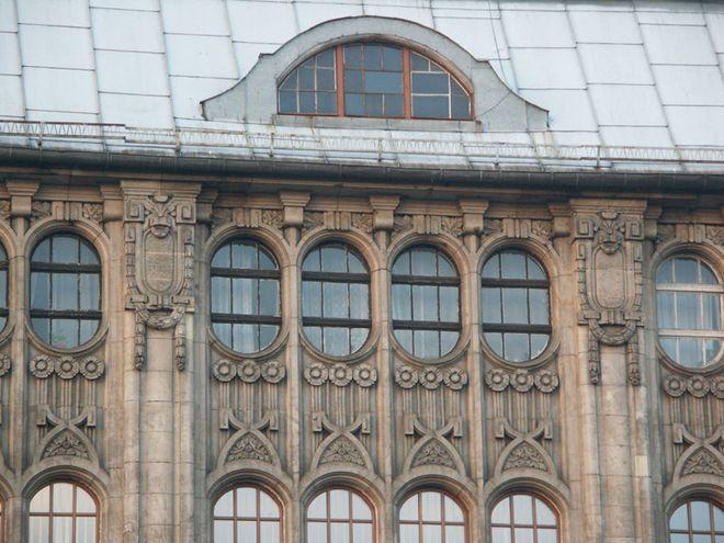 Dekoracja secesyjna budynku przy ul. Podwale.