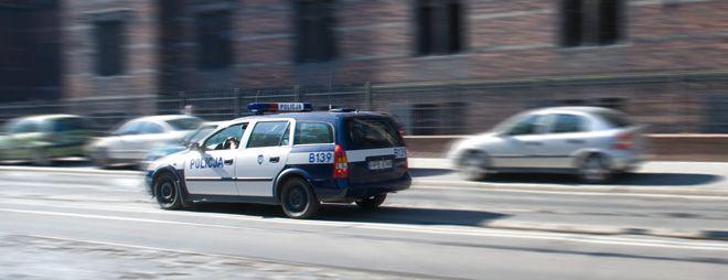 Policjanci skontrolują wrocławskich kierowców.