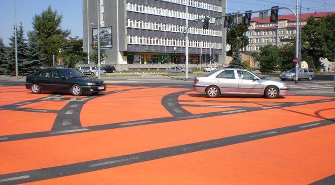 Tak po wymalowaniu wyglądało skrzyżowanie ulic Powstańców Śląskich i Swobodnej