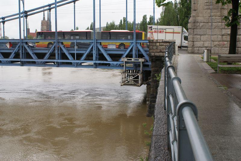 Fala powodziowa zbliża się do Wrocławia.