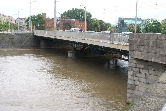 Denata wyłowiono w rejonie mostu Uniwersyteckiego