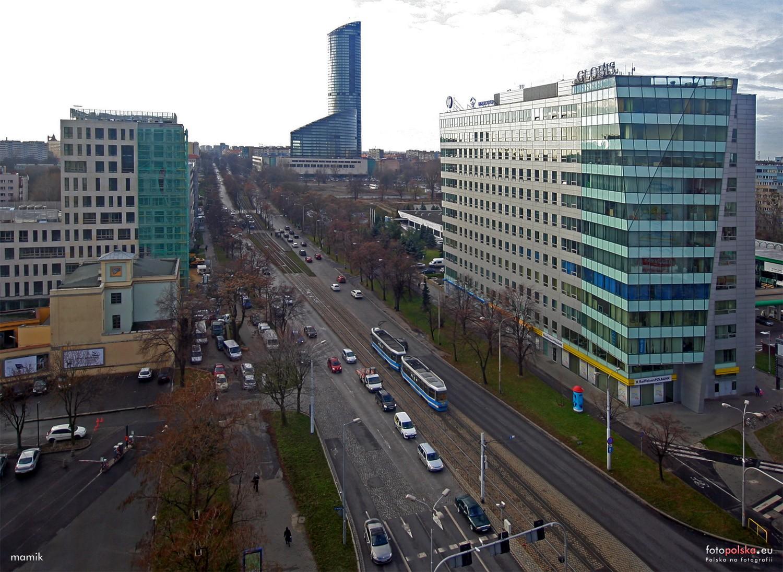 Na Powstańców Śląskich powstała już droga rowerowa od Szczęśliwej w stronę centrum. Na odcinek od Wielkiej do ronda rowerzyści poczekają do wiosny
