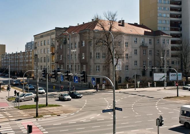 W miejscu dawnego urzędu pracy na rogu ul. Powstańców Śląskich i Wielkiej powstanie 15-kondygnacyjny budynek biurowy