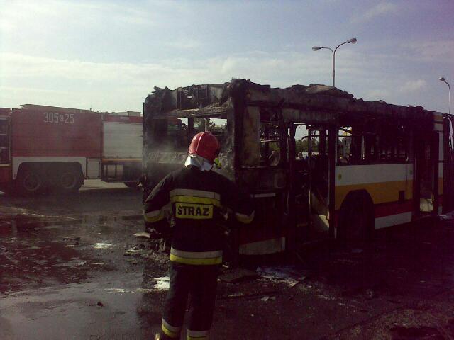 Na pętli na Psim Polu doszczętnie spalił się autobus MPK