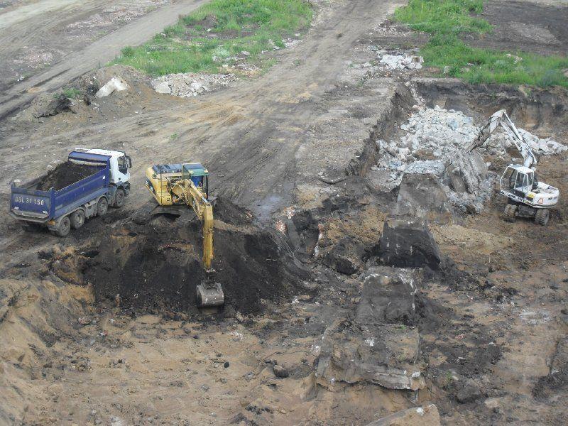 Na budowę Promenad Wrocławskich wjechał ciężki sprzęt