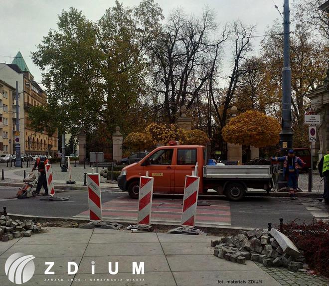 Zakończyły się już prace przy budowie wyniesionego przejścia dla pieszych przy Teatrze Lalek