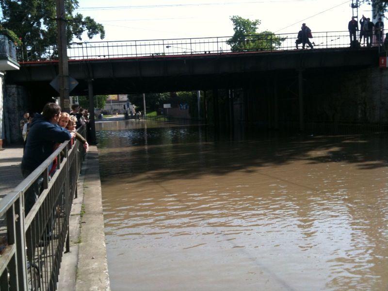 Na Reymonta i Trzebnickiej powtórzył się scenariusz z soboty 22-go maja, gdy dotarła do nas fala powodziowa.