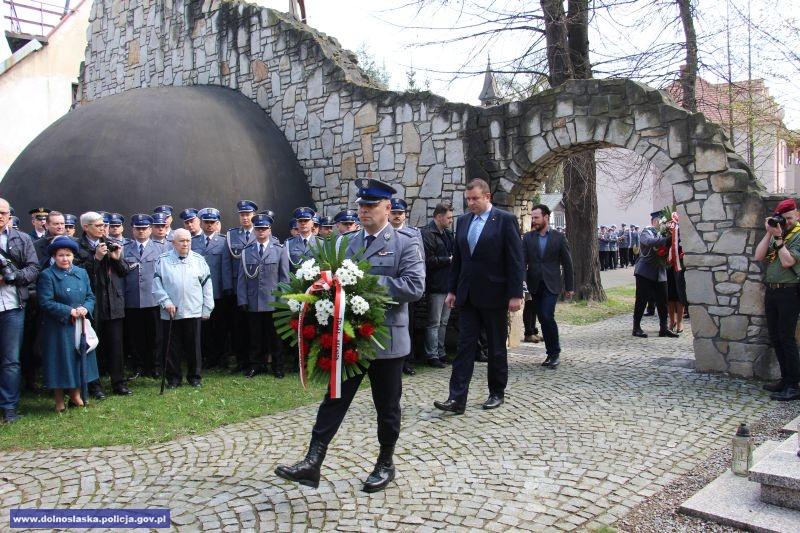 W 76 rocznicę uczczono pamięć policjantów zamordowanych przez NKWD w Twerze i innych miejscach kaźni