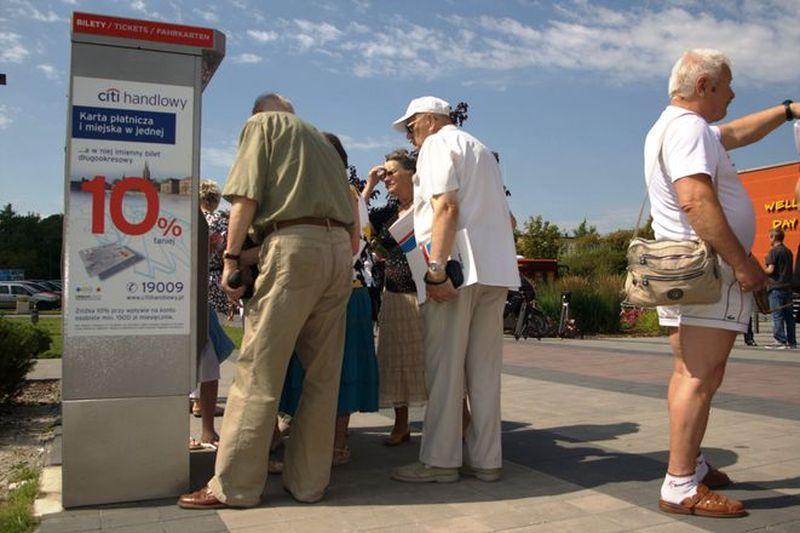 Z powodu kradzieży automat biletowy uległ uszkodzeniu. Jego naprawa to koszt 300 złotych