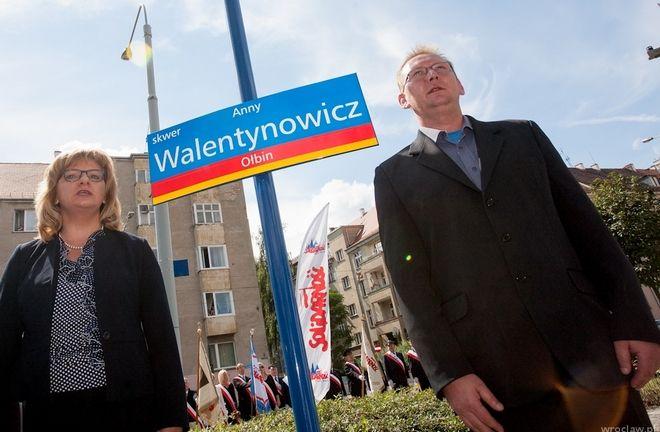 Skwer im. Anny Walentynowicz znajduje się przy zbiegu Sienkiewicza i Nowowiejskiej