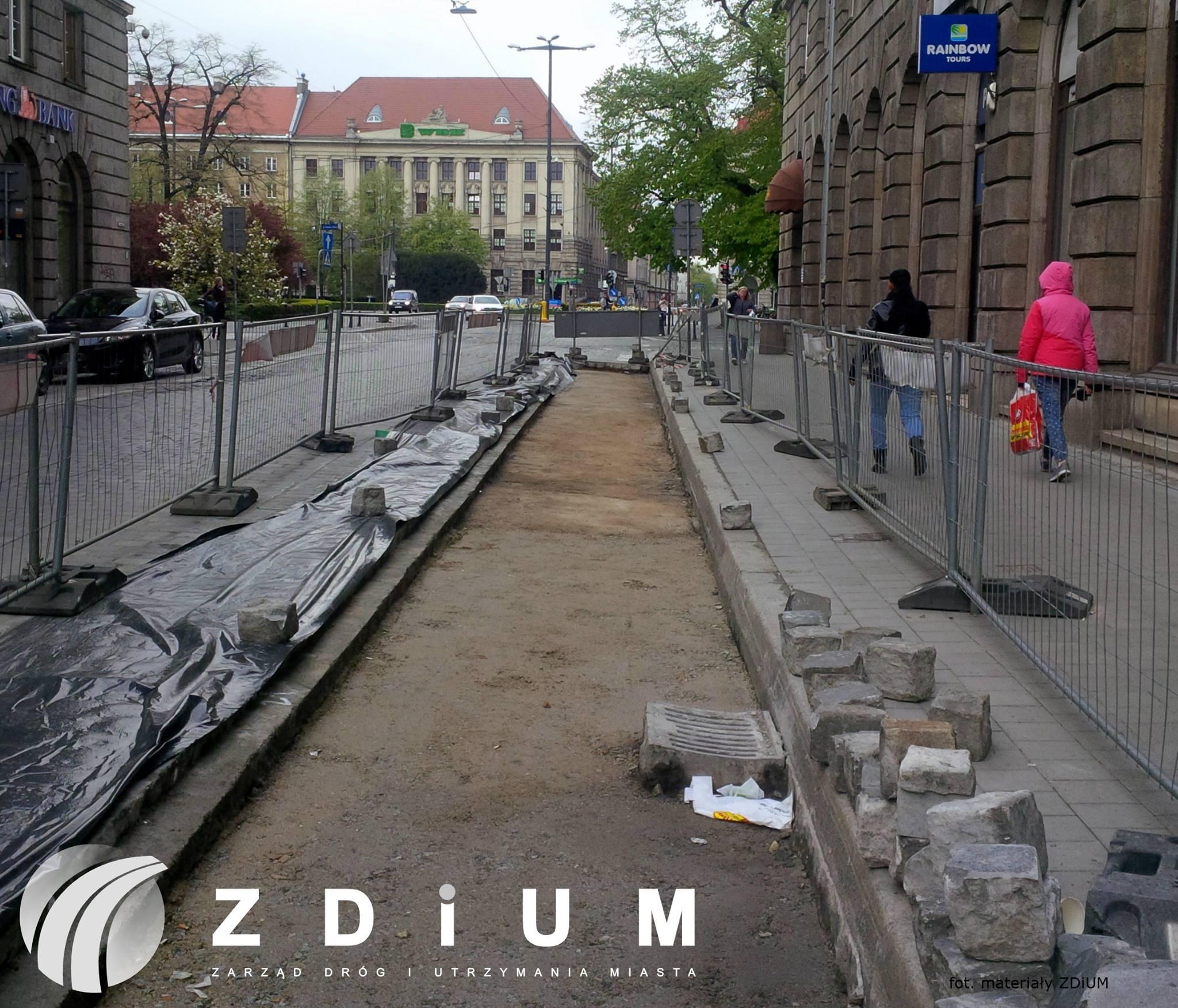 Trwa budowa kontrapasa rowerowego na ulicy Kościuszki