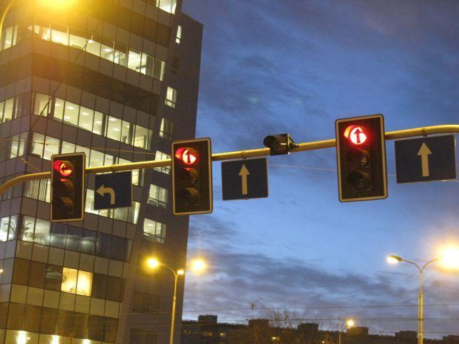 Zamontowane wyświetlacze na skrzyżowaniu z Powstańców Śląskich.