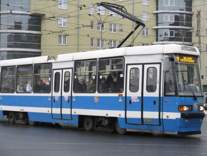 Za starsze tramwaje, takie jak ten...