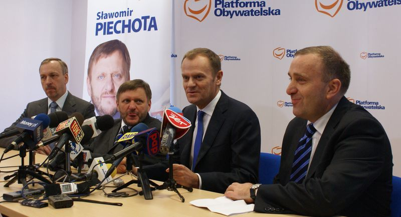 Aby osłabić Schetynę, Tusk chce zrobić Dutkiewicza ministrem, bk