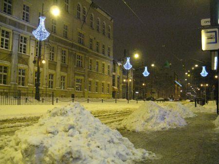 W tym roku śnieg nie zasypał jeszcze ulic i chodników, dlatego zajęto się ich czyszczeniem z brudu