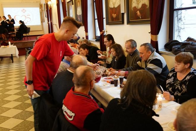Caritas od lat zwłaszcza przed świętami pomaga ubogim i potrzebującym