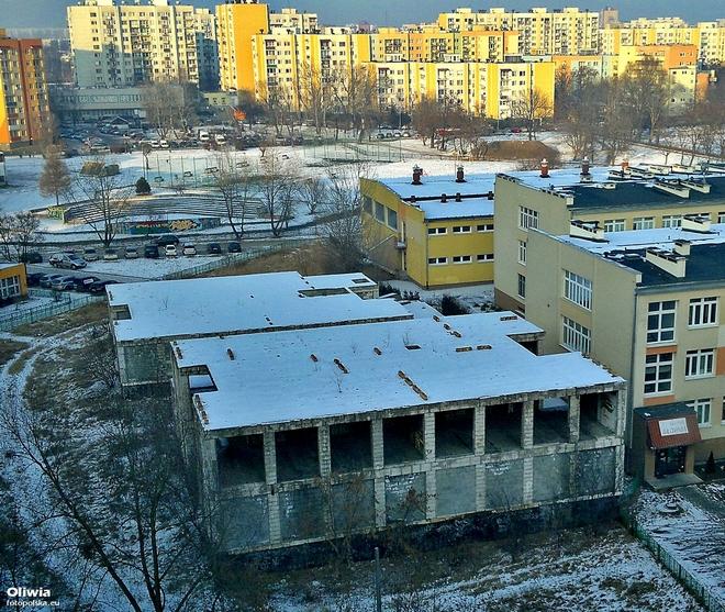 Miasto wyburzy pustostan przy ulicy Wojrowickiej. Urzędnicy wybrali firmę, która przeprowadzi rozbiórkę