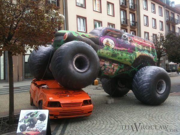 Szeroko reklamowana impreza z udziałem potężnych Monster Tracków odbędzie się dopiero w październiku.