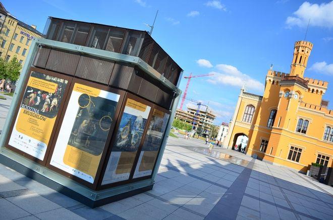 Plenerowa ekspozycja to wydarzenie towarzyszące wystawie ''Rodzina Brueghlów. Arcydzieła malarstwa flamandzkiego''