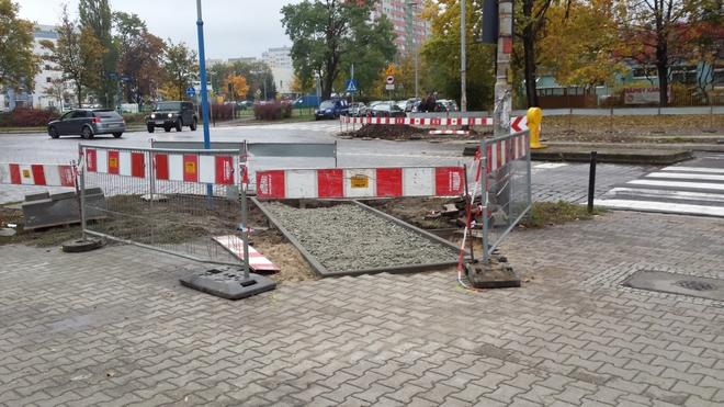 Trwa przebudowa ulicy Kamiennej na odcinku od ul. Borowskiej do ul. Hubskiej w celu wyznaczenia pasów rowerowych po obu stronach jezdni