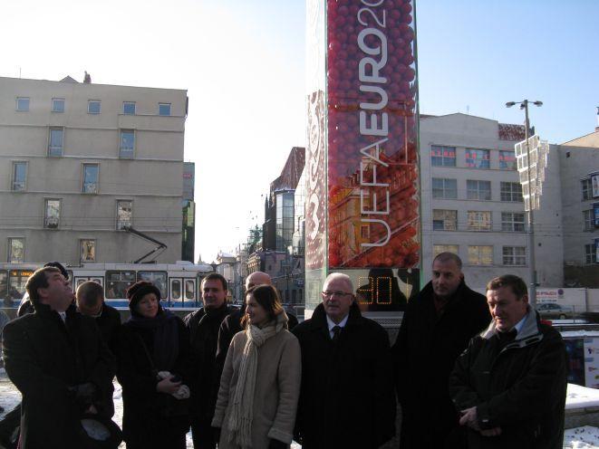 Wrocławscy oficjele na uroczystym uruchomieniu zegara.