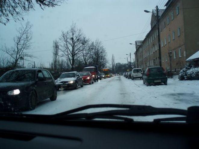 Zima trzeba wykazać się dobrymi umiejętnościami za kierownicą