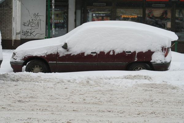 Śnieg i mróz opóźnią otwarcie lodowiska.