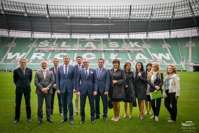 Przedstawiciele Wilna i Stadionu Wrocław w czasie wizytacji areny