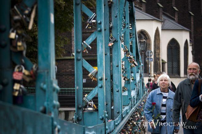 Most udekorowany w oryginalny sposób stał się nawet atrakcją miasta