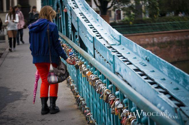 Most z kłódkami na stałe wpisał się w krajobraz Ostrowa Tumskiego