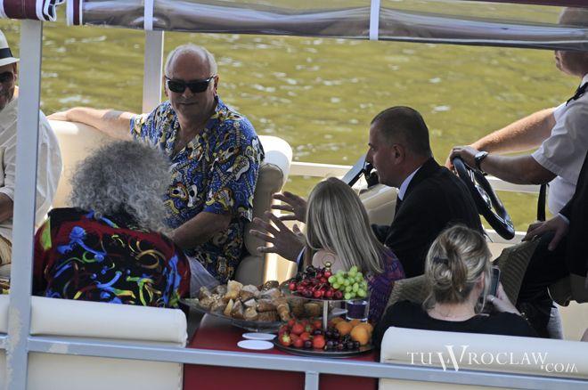 Na początku lipca prezydent Dutkiewicz pływał z grupą Queen stateczkiem pod Odrze