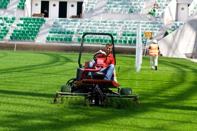Kosiarka na nowy stadion pilnie poszukiwana, WROCLAW2012/JK