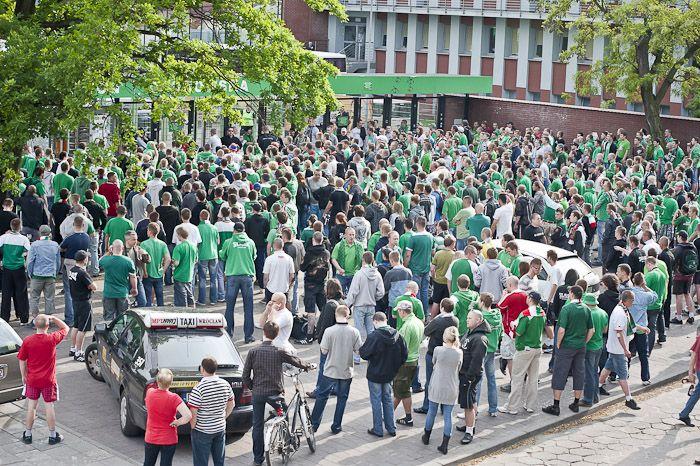 Rzeczpospolita: policja miała polecenie zatrzymywać fanów obrażających premiera, Norbert Bohdziul <A href='http://www.saronphoto.com/'' target=_blank> www.saronphoto.com </A>