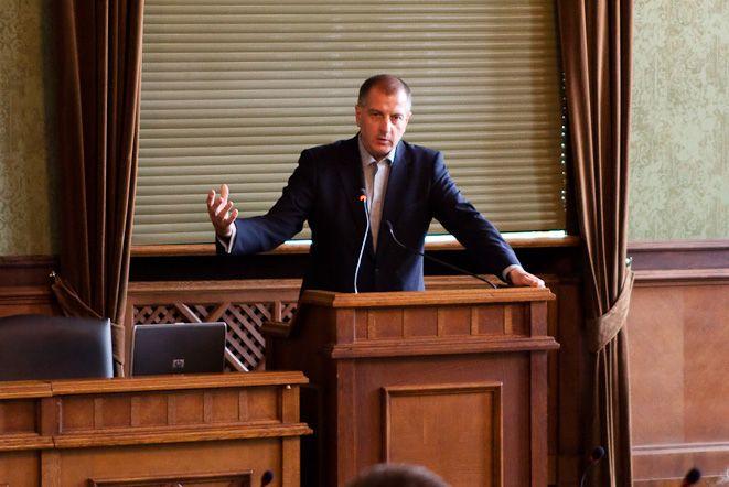 Rafał Dutkiewicz zapewniał radnych, że zadłużenie miasta jest pod kontrolą