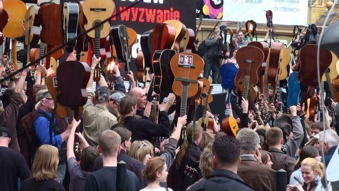 We wtorek 1 maja na wrocławskich Rynku po raz kolejny gitarzyści spróbują pobić gitarowy rekord Guinnessa