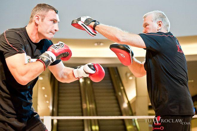 Kliczko i Adamek trenowali w centrum handlowym, Norbert Bohdziul