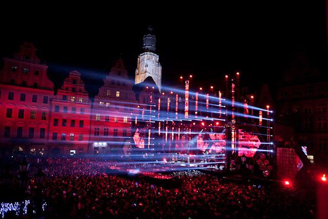Na wrocławskim Rynku podczas imprezy sylwestrowej bawiło się ok. 10 tys. ludzi.