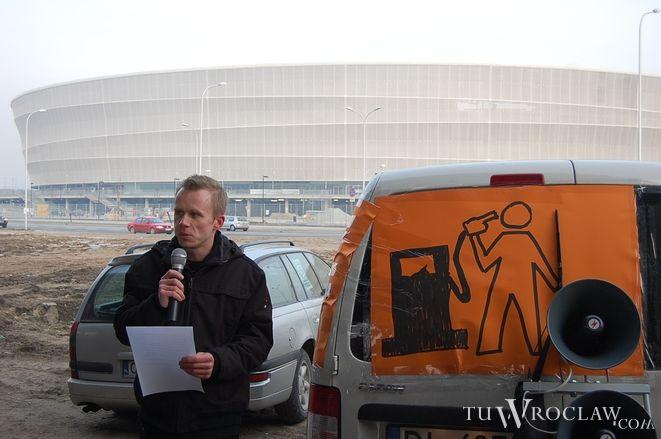 Łukasz Jasiński, organizator akcji odczytał apel do premiera Donalda Tuska